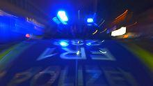 Vierköpfige Familie schwer verletzt: Unbekannter wirft Betonbrocken auf die A7