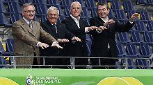 Das OK-Präsidium für die WM 2006: Der 1. Vizepräsident Horst R. Schmidt, Vizepräsident Theo Zwanziger, Präsident Franz Beckenbauer und Vizepräsident Wolfgang Niersbach (vl.n.r.).