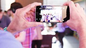 Akku-Star und Kamera-König: Lenovo zeigt Moto Z Play und Hasselblad-Mod