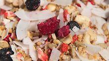 Müsli mit Früchten ist lecker - es geht aber auch deftiger. Foto: Sebastian Kahnert