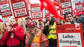 Arm trotz Arbeit: Niedriglohnjobs kosten Steuerzahler rund zehn Milliarden Euro