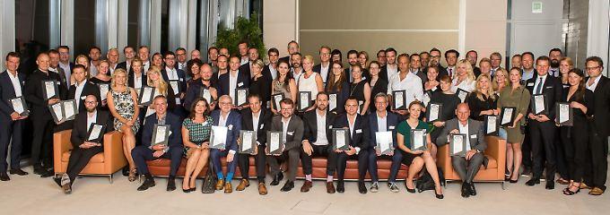 Glückliche Gewinnner - die Preise wurden feierlich in der Berliner Bertelsmann-Repräsentanz verliehen.
