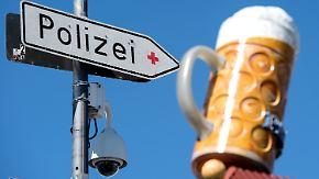 """""""Humor ist 'ne ernste Sache"""": Polizei twittert über Alkohol-Eskapaden auf der Wiesn"""