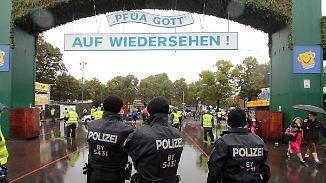 Ruhiger Wiesn-Auftakt im Dauerregen: Terrorangst trübt Feierlaune nicht