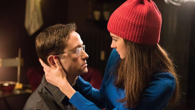 Edward Snowden (Joseph Gordon-Levitt) und Lindsay Mills (Shailene Woodley)