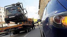 Krach mit dem Automobilclub: Wer zahlt den Abschleppschaden?