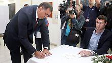 Milorad Dodik (links) hat ein Teilziel erreicht.