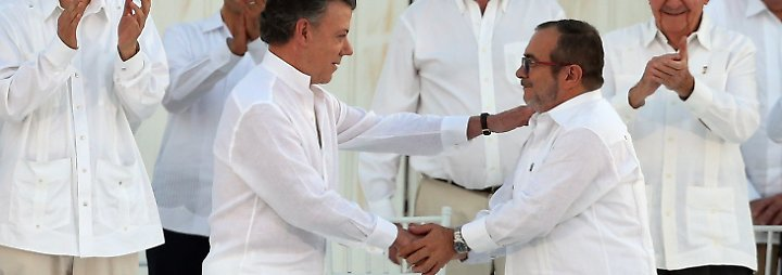Santos wird wegen seines Engagements für den Friedensprozess in seinem Land ausgezeichnet. Im Sommer hatte er ein Abkommen mit dem Chef der linken Farc-Guerilla, Rodrigo Londono Echeverri geschlossen, ...