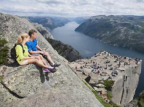Atemberaubende Aussicht: Preikestolen über dem Lysefjord.