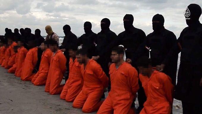 Gefangen, gefoltert und getötet: Der IS zeigt in seinen Filmen bis ins Detail inszenierte Massenhinrichtungen.