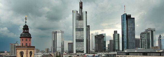 """Blick aufs Bankenviertel in Frankfurt am Main: """"Natürlich stehen wir vor einem enormen Anpassungsdruck. Aber Selbstmord aus Angst vor dem Tod ist definitiv die falsche Strategie."""""""