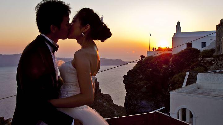 Ein chinesisches Brautpaar beim Fotoshooting.