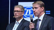 ZF-Chef Stefan Sommer (links) mit seinem Haldex-Kollegen Bo Annvik.