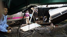 Eine Tote, viele Verletzte: Pendler-Zug rast ungebremst in Bahnhof nahe New York
