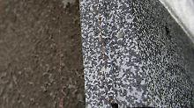Polystyrol-Dämmstoffe, auchStyropor genannt, werden unter anderem bei der Außenwand-Dämmung eingesetzt. Ab jetzt gelten die Stoffe als gefährliche Abfälle und müssen gesondert entsorgt werden. Foto: Marc Tirl (Symbolbild)