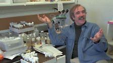 Dieses Trio leistet in den 90er Jahren wertvolle Arbeit im Bereich der Embryonalentwicklung. Dafür werden Eric Frank Wieschaus (USA), Edward Bok Lewis (USA, nicht im Bild) und ...
