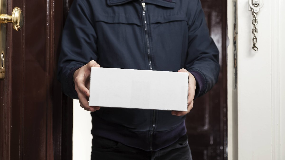 paketzustellung-ins-auto-wenn-der-postmann-keinmal-klingelt