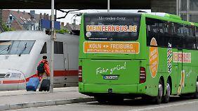 Konkurrenz: Fernbusse nehmen der Bahn Fahrgäste ab.
