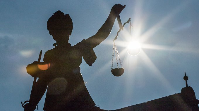 Wie gerecht kann es im Justizministerium zugegangen sein, wenn leitende Rechtsanwälte auch nach dem Krieg noch Nazis waren?