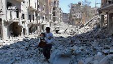 Vor allem aber hatte die US-Luftwaffe am 17. September bei einem Angriff mehr als 60 syrische Soldaten getötet. Die US-Regierung nannte diesen Angriff ein Versehen. Die Waffenruhe war damit nach nicht einmal einer Woche tot: Tags darauf wurden wieder Luftangriffe auf Aleppo geflogen.