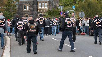 Schwarze Kutten auf dem Friedhof: Rocker nehmen Abschied von Hells-Angels-Präsidenten