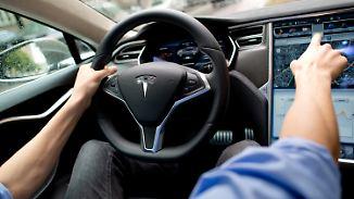 Post vom Verkehrsminister: Dobrindt warnt Tesla-Fahrer vor Autopilot