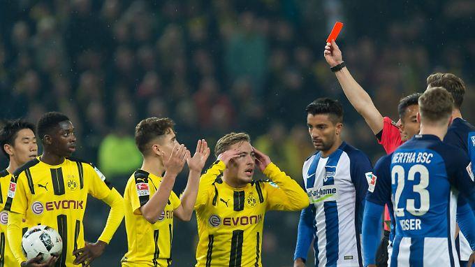 Insgesamt gab es beim BVB gegen Hertha BSC Spiel fünf gelbe und zwei rote Karten.