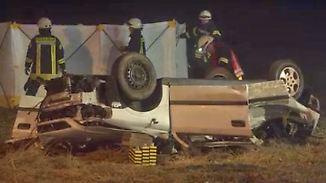 Vorsicht auf herbstlichen Straßen: Zwei Männer sterben bei Verkehrsunfall durch Nebel bei Bedburg-Hau