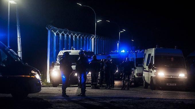 """Der """"Dschungel """" von Calais soll noch vor dem Winter geräumt werden."""