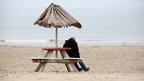 Zufriedenheit der Deutschen gestiegen: Glücksatlas zeigt auffälliges West-Ost-Gefälle