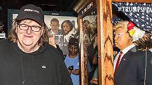 """Noch kurz vor der Wahl brachte Michael Moore den Film """"Trumpland"""" ins Kino."""