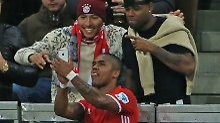 Kritik für Selfie im Bundesligaspiel: Bayerns Costa macht's wie Roberto Blanco