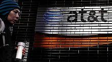 AT&T geht mit dem Zukauf ein finanzielles Risiko ein - zuvor müssen aber die Wettbewerbshüter zustimmen.