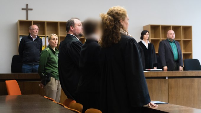 Blutverdünner vor Kaiserschnitten: Hebamme wegen Mordversuchen zu 15 Jahren Haft verurteilt