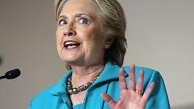 """Sinkende Beliebtheit kurz vor US-Wahl: Clinton kritisiert Vorgehen des FBI als """"ziemlich seltsam"""""""