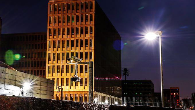 Die neue BND-Zentrale: Wenn Deutsche mit dem Ausland kommunizieren, dürfen die Agenten mithören oder -lesen.