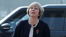 Premierministerin Theresa May besucht derzeit Indien, die Brexit-Debatte wird sie aber auch hier nicht los.