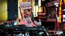 Demokraten beenden Wahlparty: Donald Trump fehlen nur noch drei Stimmen