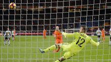 Klaassen schoss die Niederlande mit seinem ausgezeichnet gezielten Elfmeter in Führung.