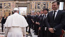 Die deutsche Fußball-Nationalmannschaft ist g von Papst Franziskus im Apostolischen Palast des Vatikans zu einer Privataudienz empfangen worden.