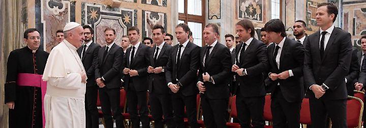 Dort steht am Dienstag der Klassiker gegen Italien zum Abschluss des Länderspieljahres auf dem Programm.