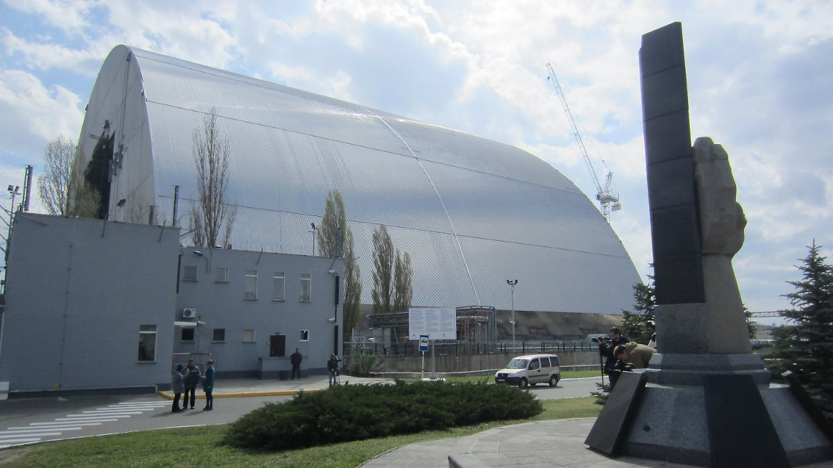 Mammutkonstruktion wird verschoben: Tschernobyl bekommt eine neue ...