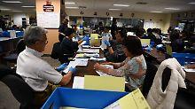 In einigen US-Bundesstaaten, wie hier in Kalifornien, waren die Wahlhelfer am 8. November besonders gefordert.