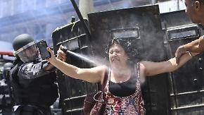 Gewaltsame Proteste auf der Straße: Demonstranten stürmen Parlament in Brasilien