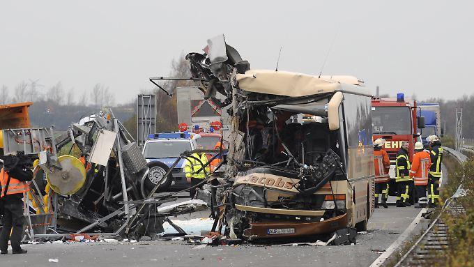 Der völlig zerstörte Bus .