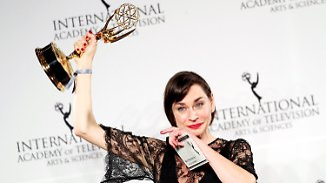 """Freudensprung und Tränen in New York: """"Deutschland 83"""" und Christiane Paul mit Emmy geehrt"""