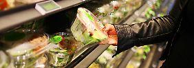 Waschen hilft nicht gegen Erreger: So gefährlich ist abgepackter Salat wirklich