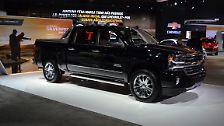 Auch der Chevrolet Silverado gehört in zwischen zu den Arbeitstieren, die mit einer gewissen Luxus-Attitüde abseits des Arbeitsvolkes punkten wollen.