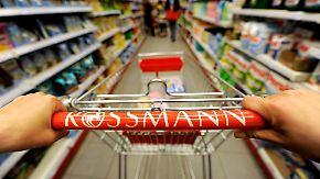Auf Schnäppchenjagd bei Rossmann & Co: dm-Mitarbeiter kaufen Sonderangebote der Konkurrenz auf