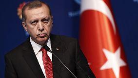 """Erdogan will Atatürk vergessen machen"": Deutsche Politik hält an Flüchtlingspakt fest"